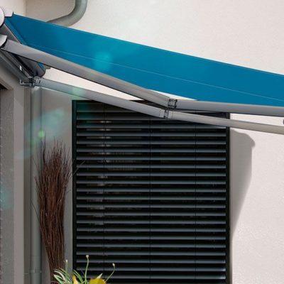 Außenbereich soll durch eine Markise vor der Sonne geschützt werden